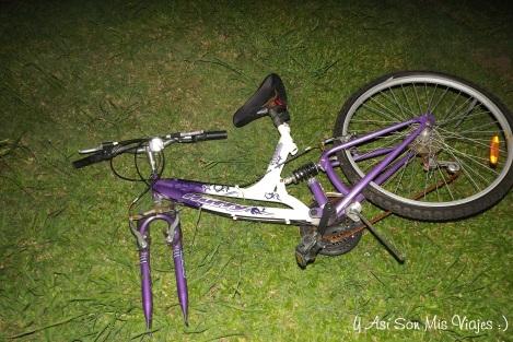 """Bicicleta mala a la que le saco la cámara, y digo """"LE"""", por que no hice nada :P"""