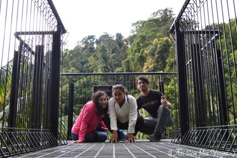 Con mis amigos Sara y Daniel, en el Skywalk. (Dany te robe la foto)